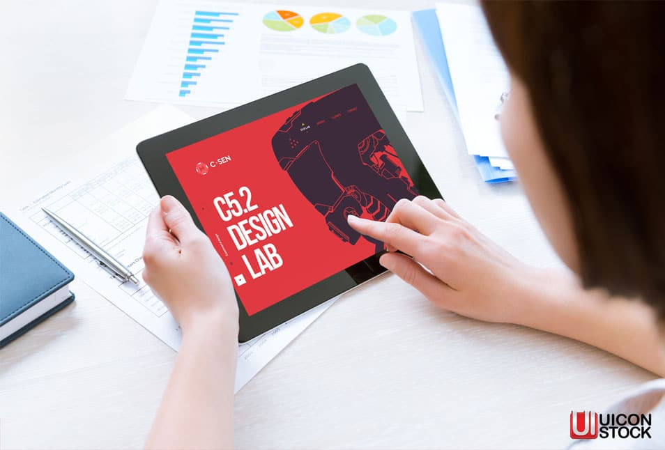 Free Woman Holding Modern Digital Tablet Mockup PSD